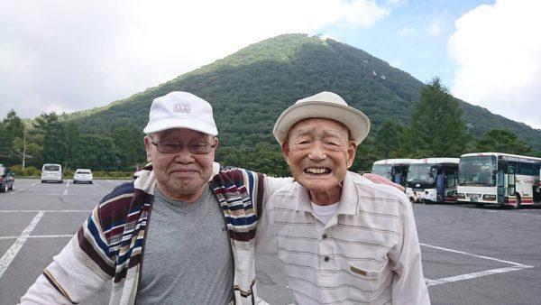 榛名富士をバックに記念写真